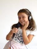 La muchacha canta Imagen de archivo