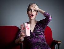 La muchacha caucásica atractiva en sus 30 tiró en estudio Imágenes de archivo libres de regalías