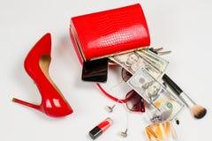 La muchacha cayó su bolso Foto de archivo libre de regalías