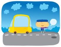 La muchacha cerca al coche amarillo Fotos de archivo libres de regalías