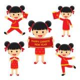 La muchacha china feliz del Año Nuevo en ropa tradicional celebra SE libre illustration