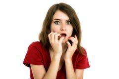 La muchacha chocada cubre su boca con las manos Imagen de archivo