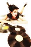 La muchacha con análogo del phonography registra al amante de la música Imágenes de archivo libres de regalías