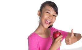 La muchacha con Apple y los pulgares suben la muestra I Foto de archivo