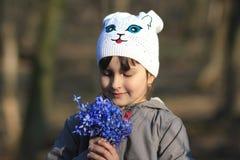 La muchacha con campanilla Foto de archivo libre de regalías