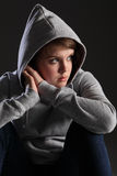 La muchacha con el adolescente publica solo triste y tensionado Fotografía de archivo libre de regalías