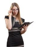 La muchacha con el libro electrónico Imágenes de archivo libres de regalías