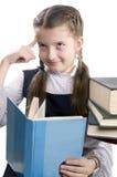 La muchacha con el libro piensa Fotos de archivo