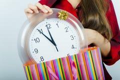 La muchacha con el reloj Imagen de archivo