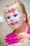 La muchacha con la cara pintó Foto de archivo