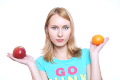 La muchacha con la fruta Imagen de archivo libre de regalías