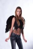 La muchacha con las alas de un ángel imagenes de archivo