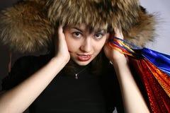 La muchacha con las compras. Imágenes de archivo libres de regalías