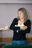 La muchacha con las esferas del billar Imagen de archivo