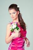 La muchacha con las flores Imágenes de archivo libres de regalías