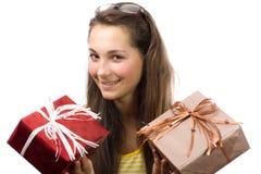 La muchacha con los regalos Fotos de archivo