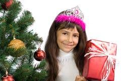 La muchacha con un árbol del Año Nuevo Foto de archivo libre de regalías