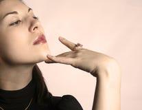 La muchacha con un anillo. Fotos de archivo libres de regalías