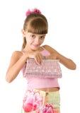 La muchacha con un bolso rosado Imagen de archivo