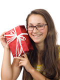 La muchacha con un regalo Imágenes de archivo libres de regalías