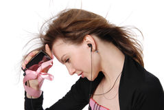 La muchacha con un teléfono portátil Imagen de archivo libre de regalías