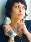 La muchacha con un tubo del teléfono Fotos de archivo