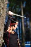 La muchacha con una daga Imagen de archivo libre de regalías