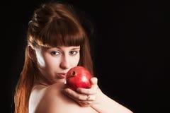 La muchacha con una granada roja Imagen de archivo