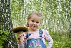 La muchacha con una seta Fotografía de archivo libre de regalías