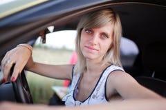 La muchacha conduce el coche Fotografía de archivo libre de regalías