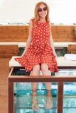 La muchacha consigue el balneario de los pescados Imágenes de archivo libres de regalías