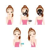 La muchacha cuida y protege su cara con las diversas acciones fijadas Imagen de archivo
