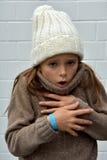 La muchacha de congelación con bobble el sombrero Imagen de archivo