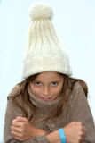 La muchacha de congelación con bobble el sombrero Imagenes de archivo