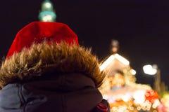 La muchacha de Litlle celebra la Navidad Imágenes de archivo libres de regalías