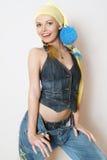 La muchacha de moda en ropa de los pantalones vaqueros Imagen de archivo libre de regalías
