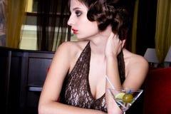 La muchacha de presentación en el restaurante Fotografía de archivo libre de regalías