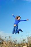 La muchacha de salto Foto de archivo libre de regalías