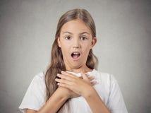 La muchacha del adolescente chocó sorprendido Imagenes de archivo