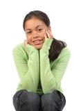La muchacha del adolescente en estudio codea en las rodillas relajadas Imagen de archivo libre de regalías