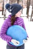 La muchacha del adolescente en ropa del invierno se cierra encima de la foto Imagen de archivo