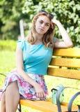 La muchacha del adolescente está esperando alguien Fotografía de archivo libre de regalías