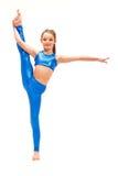 La muchacha del adolescente que hace los ejercicios de la gimnasia aislados en el fondo blanco Imagenes de archivo