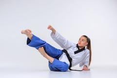 La muchacha del karate con la correa negra Fotografía de archivo