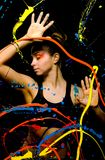 La muchacha detrás de la pintura de cristal pintada Fotografía de archivo libre de regalías