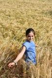 La muchacha disfruta de la naturaleza Fotografía de archivo libre de regalías