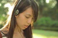 La muchacha disfruta de música Imágenes de archivo libres de regalías