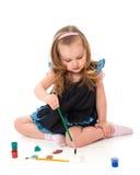 La muchacha drena cuadros en suelo Foto de archivo libre de regalías