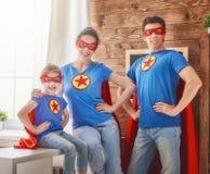 La muchacha, el papá y la mamá son super héroe Imagen de archivo libre de regalías