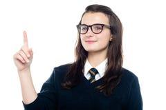 La muchacha elegante drena la atención del profesor Fotos de archivo